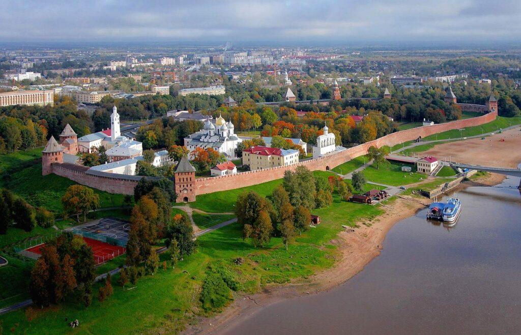 Автобус Великий-Новгород - Донецк
